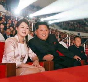 """Δεν θέλω """"ου"""": Ο Κιμ Γιόνγκ Ουν έχει την ωραιότερη & νεώτερη σύζυγο από τους ηγέτες- Άρχισε να τον συνοδεύει επίσημα (ΦΩΤΟ) - Κυρίως Φωτογραφία - Gallery - Video"""
