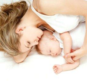 Πόσο ασφαλές είναι να κοιμάστε μαζί με το μωρό σας; Η πρακτική του co-sleeping & οι κίνδυνοι - Κυρίως Φωτογραφία - Gallery - Video