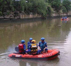 Κίνα: 17 άτομα έχασαν τη ζωή τους όταν ανετράπησαν δύο κωπηλατικές βάρκες (ΒΙΝΤΕΟ) - Κυρίως Φωτογραφία - Gallery - Video