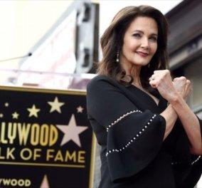 Λίντα Κάρτερ: Αυτή είναι η πρώτη «Wonder Woman»- Ποζάρει με το αστέρι της στη Λεωφόρο της Δόξας στο LA (ΦΩΤΟ-ΒΙΝΤΕΟ) - Κυρίως Φωτογραφία - Gallery - Video