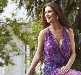 """Η πιο """"πριγκιπική"""" πόζα της υπέροχης Catherine Zeta Jones- Το εντυπωσιακό ροζ φόρεμα (ΦΩΤΟ) - Κυρίως Φωτογραφία - Gallery - Video"""