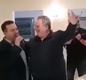 """Ωραίος! Ο Σέρβος ΥΠΕΞ τραγούδησε το """"Μη μου θυμώνεις μάτια μου"""" στον Νίκο Κοτζιά - Ώπα & πιάτα & που είσαι Νταλάρα (ΒΙΝΤΕΟ) - Κυρίως Φωτογραφία - Gallery - Video"""