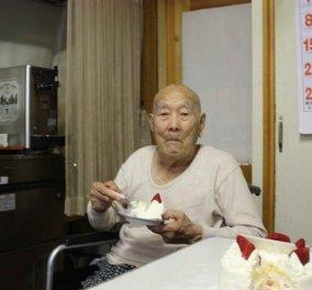 Τρώει τούρτα φράουλα Ιάπωνας 112 ετών- Είναι επίσημα ο γηραιότερος άντρας του κόσμου (ΦΩΤΟ) - Κυρίως Φωτογραφία - Gallery - Video
