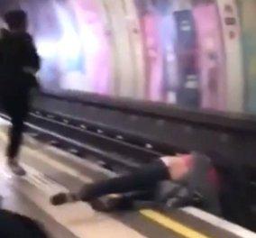Η στιγμή που κόβει την ανάσα: Δυο ψευτο -μαλώνουν & παραλίγο το τρένο να τους κόψει στα δυο (ΒΙΝΤΕΟ) - Κυρίως Φωτογραφία - Gallery - Video