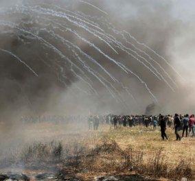 Παγκόσμια συγκίνηση προκαλεί το μακελειό με 58 νεκρούς Παλαιστίνιους στη Γάζα: Συνταρακτικές εικόνες από το πεδίο μάχης - Κυρίως Φωτογραφία - Gallery - Video