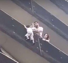 """Ο νέος ήρωας της Γαλλίας: Ένας 22χρονος μετανάστης γίνεται... """"Spiderman"""" & σώζει ένα 4χρονο αγοράκι (ΦΩΤΟ-ΒΙΝΤΕΟ) - Κυρίως Φωτογραφία - Gallery - Video"""