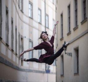 Εκθαμβωτικές λήψεις χορευτών μπαλέτου στους ιστορικούς δρόμους της Πράγας από τον απίθανο φωτογράφο Omar Z. Robles  - Κυρίως Φωτογραφία - Gallery - Video