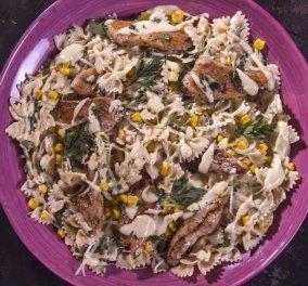 Σαλάτα με ζυμαρικά και κοτόπουλο από τον μοναδικό μας Άκη Πετρετζίκη!  - Κυρίως Φωτογραφία - Gallery - Video