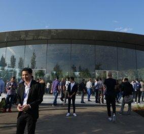 Η Apple βρήκε την λύση για να πολεμήσει το καθισιό- Αρρώστια του αιώνα! Όλοι δουλεύουν όρθιοι (ΦΩΤΟ) - Κυρίως Φωτογραφία - Gallery - Video