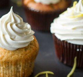 Πανεύκολα cupcakes με λεμόνι και frosting λεμονιού από τον Άκη Πετρετζίκη - Κυρίως Φωτογραφία - Gallery - Video
