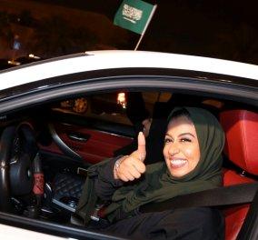 Φωτογραφίες με χαρούμενες γυναίκες που επιτέλους βγήκαν στους δρόμους της Σαουδικής Αραβίας οδηγώντας αυτοκίνητο - Κυρίως Φωτογραφία - Gallery - Video