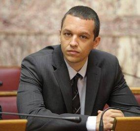 «Να καεί, να καεί το μπ@@@λο η Βουλή» μάλλον σκέφτηκε ο Κασιδιάρης κι έβαλε κόκκινο φωτάκι (ΦΩΤΟ) - Κυρίως Φωτογραφία - Gallery - Video