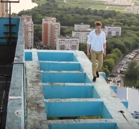 Βίντεο που «κόβει» την ανάσα: Ριψοκίνδυνος νεαρός κάνει πατίνι στην κορυφή ενός ψηλού κτιρίου!  - Κυρίως Φωτογραφία - Gallery - Video