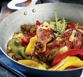 Σιγομαγειρεμένο χωριάτικο κοτόπουλο με μελωμένη σάλτσα πιπεριάς και μπύρας στην κατσαρόλα από την Αργυρώ Μπαρμπαρίγου - Κυρίως Φωτογραφία - Gallery - Video