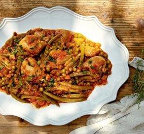«Μαμαδίστικο» κοτόπουλο με λαδερά λαχανικά από την Αργυρώ Μπαρμπαρίγου - Κυρίως Φωτογραφία - Gallery - Video
