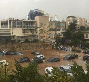 Οι εικόνες «μιλούν» μόνες τους: Πλημμύρισε το Μαρούσι από την καταιγίδα και τα αυτοκίνητα έγιναν βάρκες (Φωτό) - Κυρίως Φωτογραφία - Gallery - Video