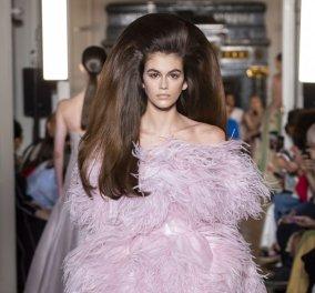 Έκθαμβοι έμειναν όσοι παρακολούθησαν το ντεφιλέ του Valentino με τη νέα συλλογή για τον ερχόμενο χειμώνα (Φωτό) - Κυρίως Φωτογραφία - Gallery - Video