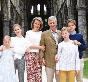 Καλοκαιρινή φωτογράφιση & παιχνίδια για τους royals του Βελγίου: Ο χαλαρός βασιλιάς, η ωραία βασίλισσα Ματίλντε & τα χαριτωμένα πριγκιπόπουλα - Κυρίως Φωτογραφία - Gallery - Video