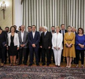 Λευκό, μαύρο, μπλε ρουά και μουσταρδί της Κατερίνας τα χρώματα που ξεχώρισαν για τις νέες υπουργούς - Κυρίως Φωτογραφία - Gallery - Video