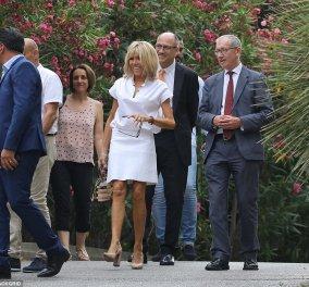 Ξεκαρδίστηκαν στα γέλια : Ο σύζυγος της Τερέζα Μέι και η Μπριζίτ Μακρόν κάνοντας βόλτα στη νότια Γαλλία (φωτο) - Κυρίως Φωτογραφία - Gallery - Video
