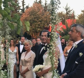 """Αντώνης Ρέμος - Υβόννη Μπόσνιακ: Ήταν όλοι στο """"γάμο της χρονιάς"""" για να ευχηθούν στο πιο όμορφο ζευγάρι (φώτο) - Κυρίως Φωτογραφία - Gallery - Video"""