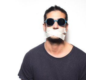 Made in Greece τα Uglybell & ο Νικόλας Γκίκας: Φτιάχνει τα πιο στιλάτα γυαλιά ηλίου συνδυάζοντας την τέχνη του δρόμου με την αρχιτεκτονική - Κυρίως Φωτογραφία - Gallery - Video