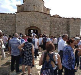 Συγκίνηση στην Κύπρο: Η πρώτη λειτουργία στα κατεχόμενα μετά από 42 χρόνια στην Παναγία Κανακαριά - Κυρίως Φωτογραφία - Gallery - Video