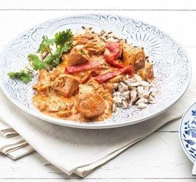 Η Αργυρώ Μπαρμπαρίγου προτείνει: Κοτόπουλο με πιπεριές και γιαούρτι - Κυρίως Φωτογραφία - Gallery - Video