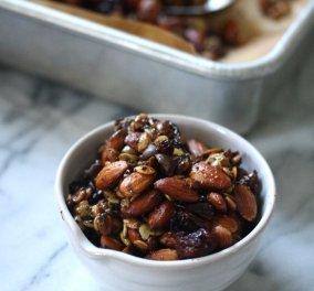 Η Αργυρώ Μπαρμπαρίγου προτείνει: Σπιτική granola χωρίς ζάχαρη και γλουτένη - Κυρίως Φωτογραφία - Gallery - Video