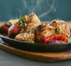 Ο Δημήτρης Αντωνόπουλος επισκέφθηκε το Indian Chef το μεγαλύτερο ινδικό εστιατόριο της πόλης & έχει άποψη...   - Κυρίως Φωτογραφία - Gallery - Video