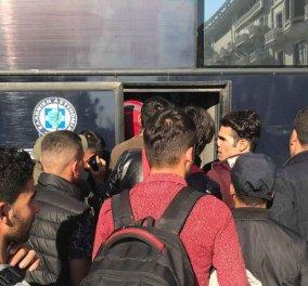 Θεσσαλονίκη: Αποχωρούν οι μετανάστες από την Πλατεία Αριστοτέλους (Φωτό & Βίντεο) - Κυρίως Φωτογραφία - Gallery - Video