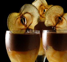 Επειδή ο έρωτας περνά από το στομάχι, ο Στέλιος Παρλιάρος μας προτείνει μους σοκολάτας με μήλα - Κυρίως Φωτογραφία - Gallery - Video
