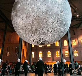 Ο Λιουκ Τζέραμ μας προσκαλεί να επισκεφθούμε τη Σελήνη στο πρωτότυπο μουσείο του (Βίντεο) - Κυρίως Φωτογραφία - Gallery - Video