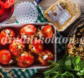 Αυτά τα γεμιστά θα σας ξετρελάνουν: Ντομάτες γεμιστές με μανεστράκι, αμύγδαλα και δυόσμο από την Ντίνα Νικολάου! - Κυρίως Φωτογραφία - Gallery - Video