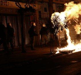 """Επέτειος του Πολυτεχνείου: """"Πεδίο μάχης"""" το κέντρο της Αθήνας - Μολότοφ χημικά και οδοφράγματα (φώτο-βίντεο) - Κυρίως Φωτογραφία - Gallery - Video"""