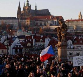 Τσεχία: Χιλιάδες διαδηλωτές  στους δρόμους - Ζητούν την παραίτηση του πρωθυπουργού (φωτό) - Κυρίως Φωτογραφία - Gallery - Video
