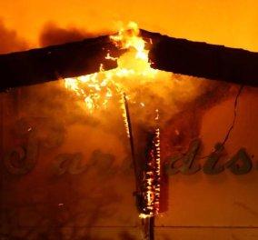 Η Καλιφόρνια στις φλόγες: Οδηγός περνά μέσα από την πυρκαγιά και καταγράφει συγκλονιστικές εικόνες (Βίντεο) - Κυρίως Φωτογραφία - Gallery - Video