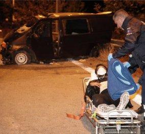 Αίμα στην άσφαλτο - Νεκρό 4χρονο αγοράκι και 27 τραυματίες από τη σύγκρουση φορτηγού με βαν που μετέφερε μετανάστες (φώτο-βίντεο) - Κυρίως Φωτογραφία - Gallery - Video