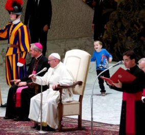 Κωφάλαλο αγοράκι έκανε τον Πάπα να σκάσει από τα γέλια - Σαμποτάρισε την ομιλία του (βίντεο) - Κυρίως Φωτογραφία - Gallery - Video
