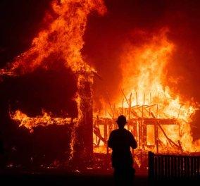 Συνταρακτικές εικόνες και βίντεο από την κόλαση φωτιάς στην Καλιφόρνια που κατέστρεψε ολόκληρη πόλη 26.000 κατοίκων (Φωτό & Βίντεο) - Κυρίως Φωτογραφία - Gallery - Video