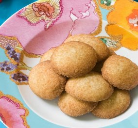 Ο Στέλιος Παρλιάρος φτιάχνει πεντανόστιμα polvorones, μικρά τραγανά cookies με αλεύρι ολικής άλεσης - Κυρίως Φωτογραφία - Gallery - Video