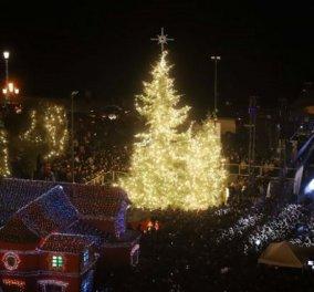 Τα Χριστούγεννα ήρθαν στη Θεσσαλονίκη: Φωταγωγήθηκε το δέντρο υπό τους ήχους του Γιώργου Σαμπάνη (Φωτό) - Κυρίως Φωτογραφία - Gallery - Video