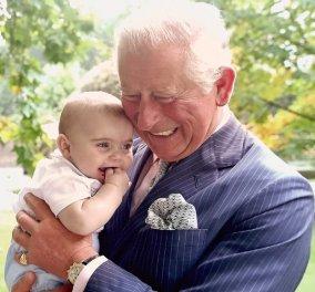 9 φωτογραφίες της βασιλικής οικογένειας για πρώτη φορά: Ο Κάρολος με τον εγγονό του, με τις κότες του και με όλη τη φαμίλια (Φωτό) - Κυρίως Φωτογραφία - Gallery - Video