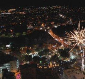 Ηράκλειο Κρήτης: Παραμυθένια η φωταγώγηση με το Χριστουγεννιάτικο δέντρο - Φώτο  - Κυρίως Φωτογραφία - Gallery - Video