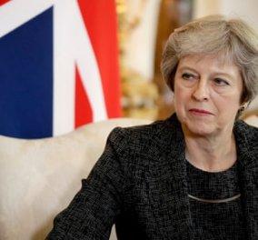 Σε ναδίρ 1,5 έτους η στερλίνα- Η Μέι φτάνει στο rien ne va plus & παίζει το κεφάλι της με κορώνα το Brexit (φωτό & βίντεο) - Κυρίως Φωτογραφία - Gallery - Video