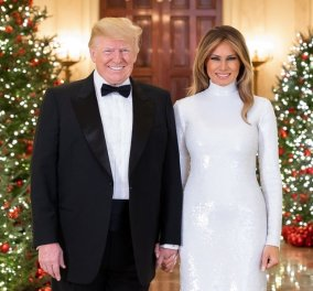 Η Guardian πήρε την κάρτα Χριστουγέννων των Τραμπ και έκοψε ένα κουστούμι με ευχές για... στοιχειωμένες γιορτές  - Κυρίως Φωτογραφία - Gallery - Video