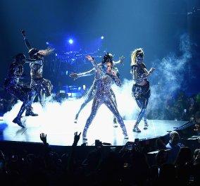 """Η Lady Gaga μεταμορφώθηκε στο """"άλιεν- alter ego"""" της και ξεσήκωσε τα πλήθη (φώτο) - Κυρίως Φωτογραφία - Gallery - Video"""