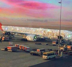 Ουάου! Η Emirates παρουσιάζει το χριστουγεννιάτικο αεροπλάνο της -  Όλο στολισμένο με  διαμάντια (φωτό) - Κυρίως Φωτογραφία - Gallery - Video