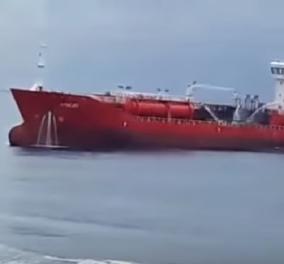 Κύπρος: Έκρηξη σε τάνκερ ανοικτά της Λάρνακας - Έπεφταν στη θάλασσα για να σωθούν (φώτο-βίντεο) - Κυρίως Φωτογραφία - Gallery - Video