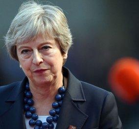 Στο χείλος μιας πανωλεθρίας η Μέι - Αναμένεται να αναβάλει την ψηφοφορία της Τρίτης για το Brexit - Κυρίως Φωτογραφία - Gallery - Video